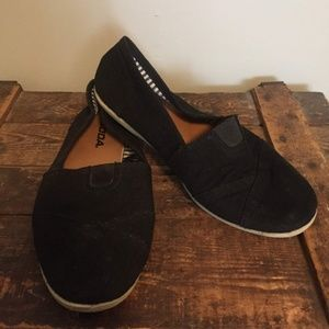 Slip-On Black Soda Canvas Toms Look-a-Like Shoes